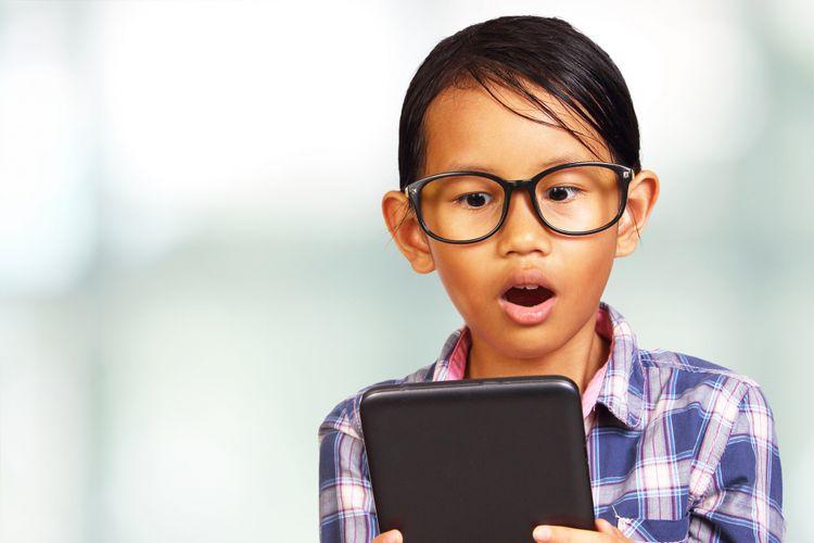 Anak dengan gadgetnya