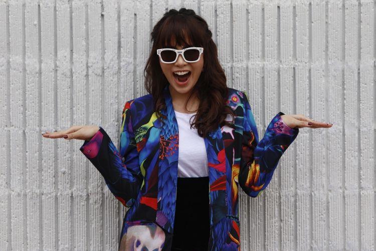 Vokalis band Geisha, Momo berpose usai wawancara di Kantor Kompas Gramedia, Palmerah Selatan, Jakarta (20/5/2017). Geisha berbagi cerita tentang single pertama mereka dengan judul Cinta Itu Kamu dari album terbarunya.