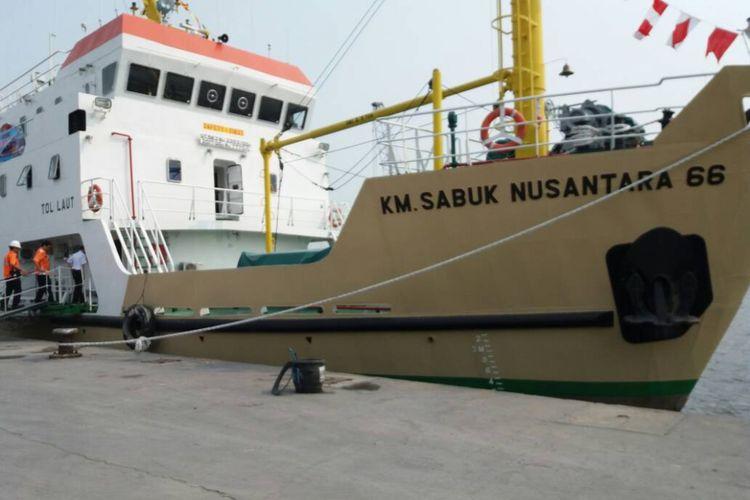 Kapal Penyeberangan Kepulauan Seribu KM Sabuk Nusantara 66 yang melayani rute Pelabuhan Sunda Kelapa ke Kepulauan Seribu PP.