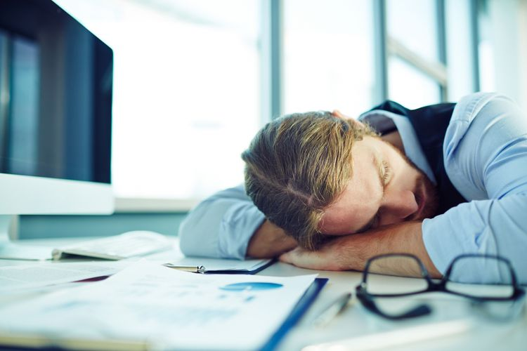 Tidur siang di kantor
