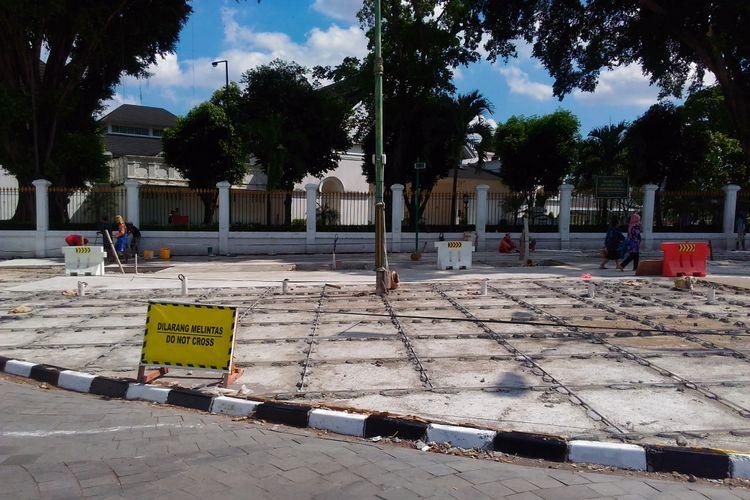 Kondisi kawasan titik nol di Jalan Malioboro yang masih dalam perbaikan, Rabu (14/6/2017)