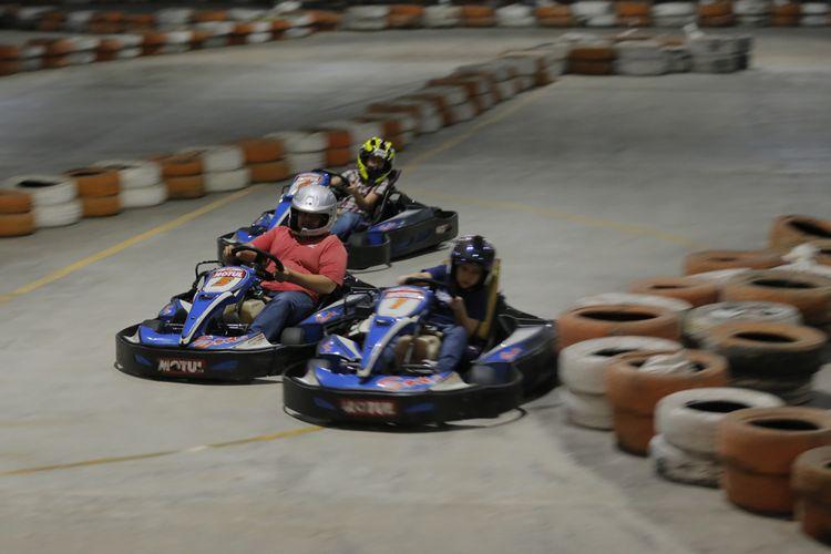 Gokart menjadi salah satu wisata minat khusus bagi pecinta wisata olahraga, salah satu tempatnya di Semarang Speedway, Marina, Semarang.