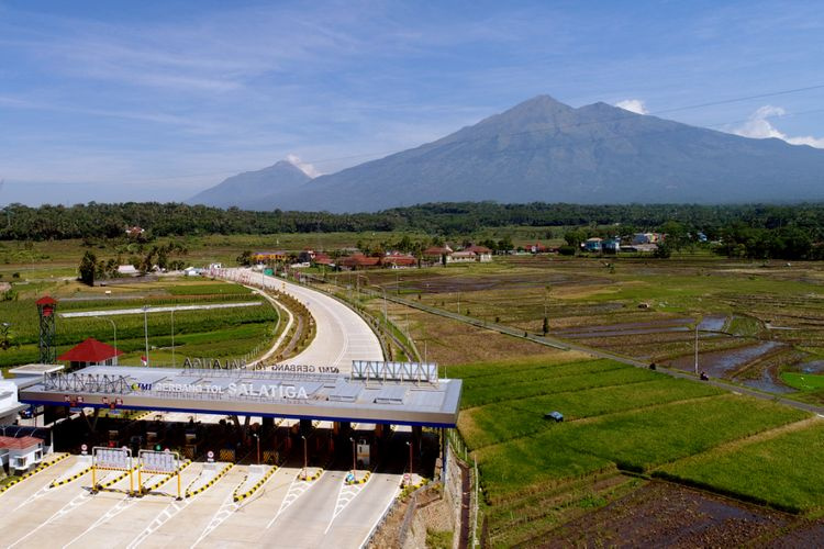 Suasana Gerbang Tol (GT) Salatiga Ruas Tol Bawen-Salatiga, Jawa Tengah, Sabtu (17/6/2017).