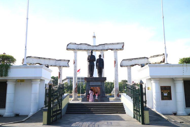 Monumen 10 Nopember ini untuk memperingati perjuangan arek Suroboyo yang dipimpin bung Tomo mengusir penjajah.