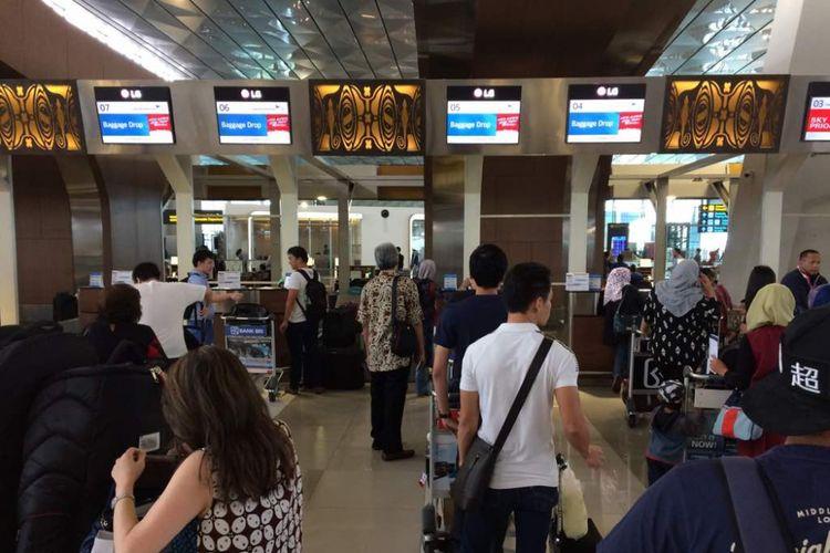 Suasana di area check in Terminal 3 Domestik Bandara Soekarno-Hatta, Kamis (22/6/2017) siang. Puncak arus mudik via Bandara Soekarno-Hatta diprediksi jatuh pada Jumat (23/6/2017) dan Sabtu (24/6/2017).