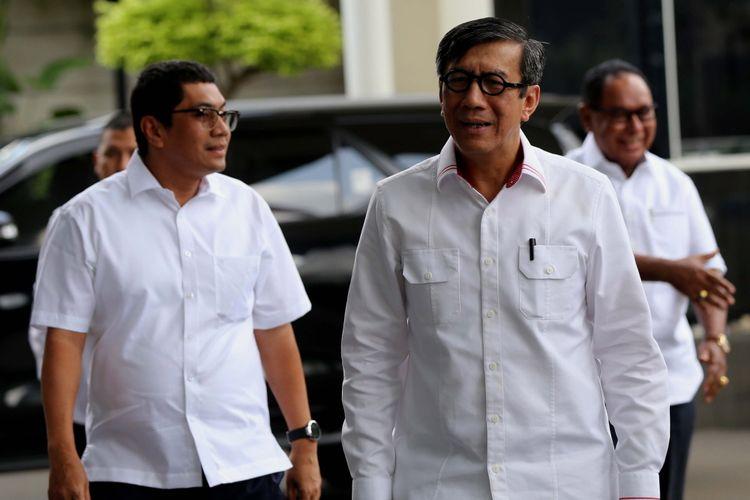 Menkumham, Yasonna Hamonangan Laoly saat tiba di Gedung Komisi Pemberantasan Korupsi (KPK), Jakarta, Senin (3/7/2017). Yasonna Hamonangan Laoly diperiksa sebagai saksi dalam kasus dugaan korupsi pengadaan Kartu Tanda Penduduk berbasis elektronik (e-KTP).