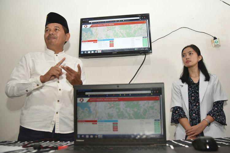 Bupati Purwakarta Dedi Mulyadi meresmikan program pelayanan kesehatan terbarunya bernama Sampurasun Dokter berbasis online bagi warga desa terpencil di Purwakarta, Rabu (12/7/2017).