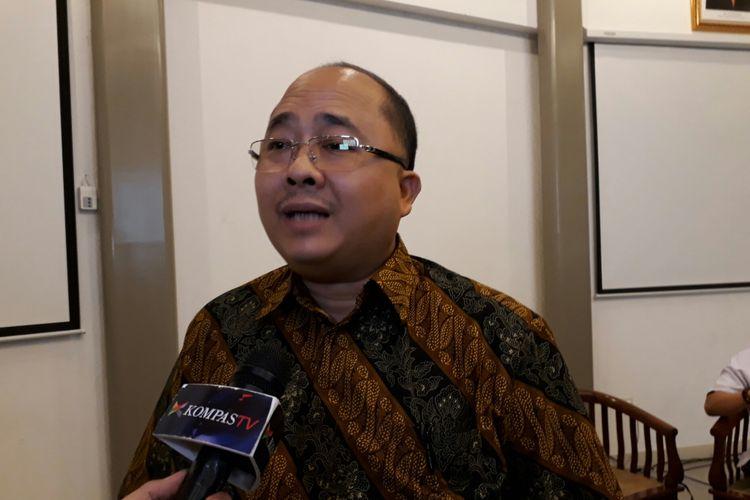 Dosen Universitas Indonesia Satya Arinanto dalam acara breafing media terkait Perppu Ormas di Galeri Nasional, Jakarta Pusat, Senin (17/7/2017).