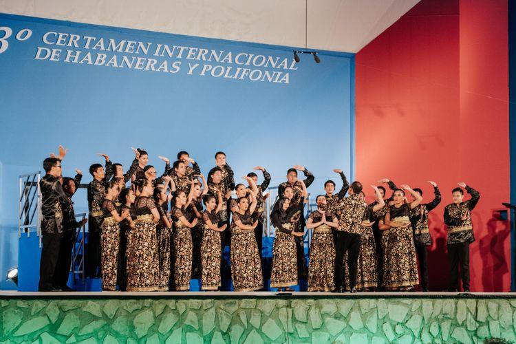 Paduan Suara Mahasiswa (PSM) Universitas Sebelas Maret Surakarta Voca Erudita saat beraksi menyanyikan lagu-lagu pada kategori Habaneras dan Plyphonia, di Spanyol.