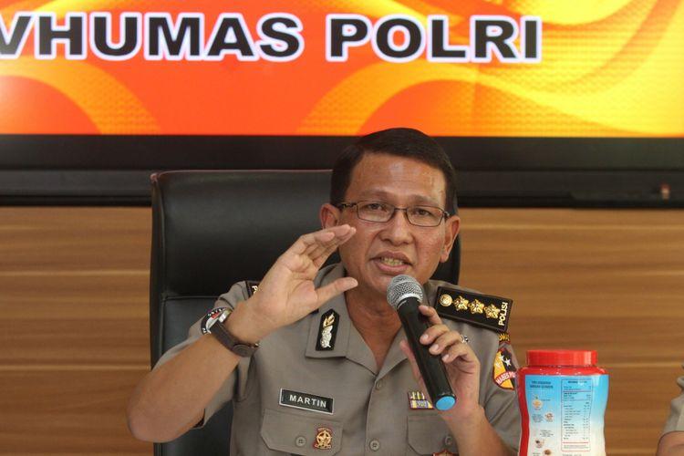Kabagpenum Divisi Humas Polri Kombes Pol Martinus Sitompul memberikan keterangan kepada wartawan mengenai kelanjutan kasus beras PT IBU di Mabes Polri, Jakarta, Rabu (2/8). Bareskrim Polri menetapkan Direktur Utama PT Indo Beras Unggul (PT IBU) TW sebagai tersangka pascagelar perkara pada Selasa (1/8) malam, dan dijerat dalam kasus dugaan kecurangan dalam memproduksi beras. ANTARA FOTO/ Reno Esnir/aww/17.