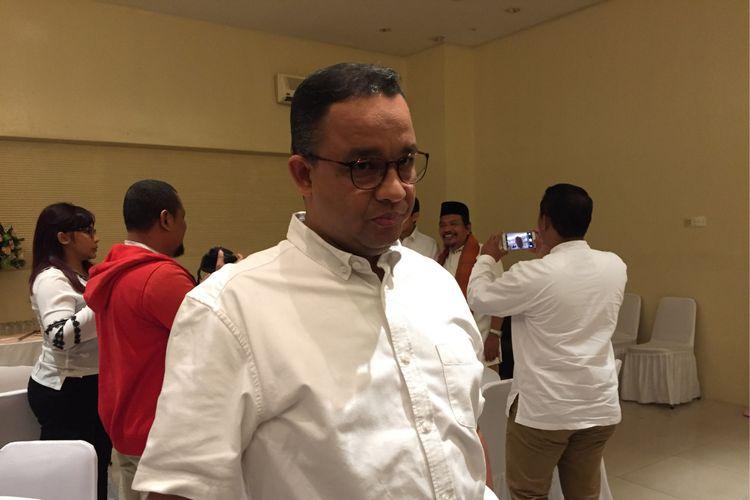 Gubernur terpilih DKI Jakarta, Anies Baswedan, di sela acara silaturahim dengan relawannya di JIExpo Kemayoran, Jakarta Pusat, Minggu (13/8/2017).