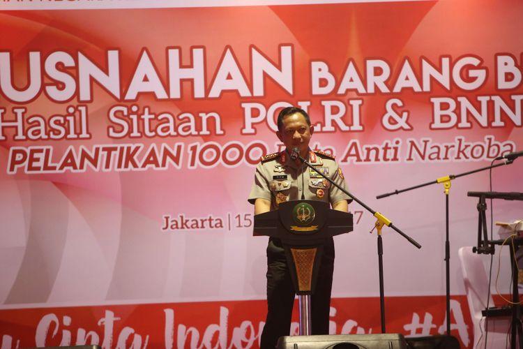 Kapolri Jenderal Pol Tito Karnavian memberikan sambutan saat acara pemusnahan sejumlah barang bukti narkoba di kompleks Bandara Soekarno-Hatta, Selasa (15/8/2017). Berbagai macam jenis narkotika yaitu 2,73 ton ganja, 1,4 ton sabu, 1.264.445 butir ekstasi, 36.000 happy five, dan 5,6 juta butir psikotropika golongan IV akan dimusnahkan secara serentak  oleh Kepolisian Republik Indonesia dan Badan Narkotika Nasional ( BNN).