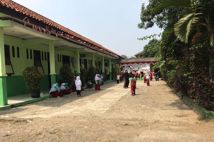 Yayasan Miftahul Jannah yang terdiri dari SD, PAUD, dan TK Islam Gembira terancam digusur untuk pembangunan gedung SMKN 12 Kota Bekasi, Selasa (15/8/2017).