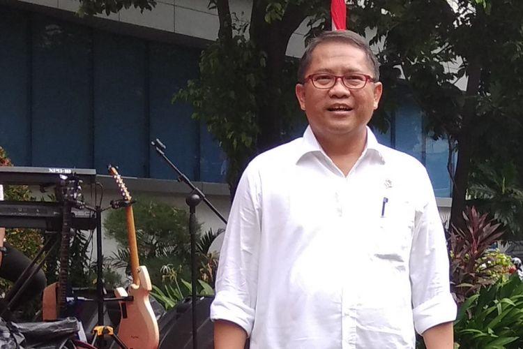 Menkominfo Rudiantara mengumumkan pembaruan layanan pengaduan konten negatif yang bisa dipantau, Selasa (15/8/2017) di Lapangan Anantakupa, Jakarta.