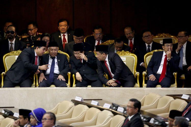 Fadli zon serta Fahri Hamzah saat hadir dalam sidang tahunan Majelis Permusyawaratan Rakyat Republik Indonesia Tahun 2017 di Kompleks Parlemen, Senayan, Jakarta, Rabu (16/8/2017). Presiden Joko Widodo menyampaikan pidato, yakni pidato kenegaraan dalam rangka Hari Ulang Tahun RI ke 72.