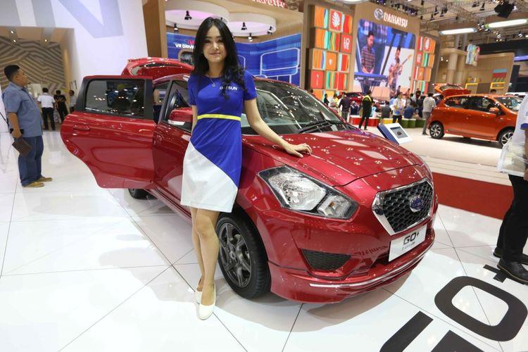 Datsun Go  dipamerkan saat acara Gaikindo Indonesia International Auto Show (GIIAS) 2017 di Indonesia Convention Exhibition (ICE), BSD City, Tangerang, Banten, Sabtu (19/8/2017). Menjelang penutupan GIIAS stan Datsun memberikan potongan harga hingga empat belas juta rupiah.
