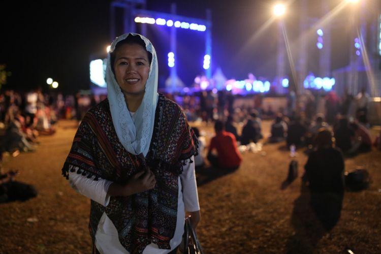 Yenny Wahid berpose setelah menonton Prambanan Jazz Festival 2017 di kompleks Candi Prambanan, Yogyakarta, Jumat (18/8/2017).