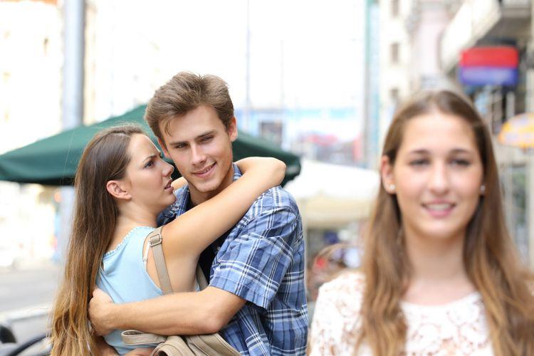mengapa pria melirik wanita lain meski sudah punya pasangan