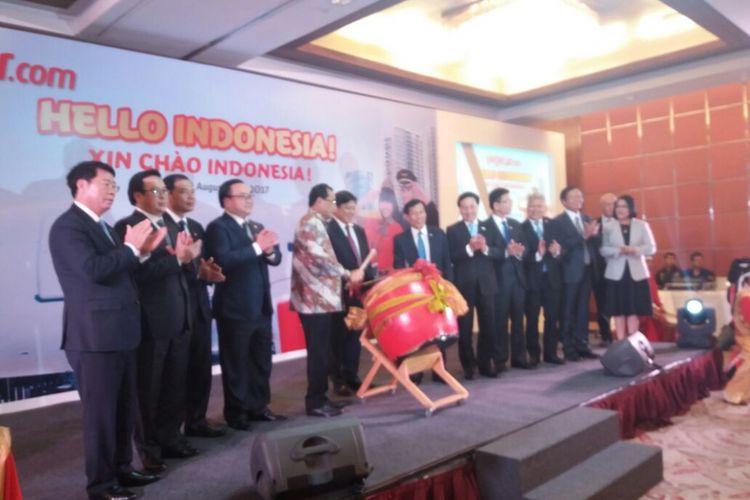 Menteri Perhubungan Budi Karya Sumadi Bersama Direksi VietJet Air Meresmikan rute penerbangan Jakarta-Ho Chi Minh City