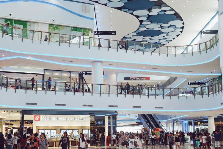 Pusat perbelanjaan Robinsons Place telah dibuka di Kota Iligan, mencerminkan pertumbuhan GDP yang luar biasa sebesar 7,6%.
