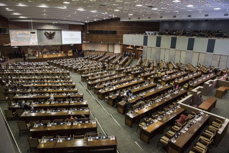 Suasana sidang Paripurna DPR yang tidak dihadiri ratusan anggota DPR di Kompleks Parlemen, Senayan, Jakarta, Kamis (24/8). Sebanyak 252 anggota DPR tidak hadir dalam sidang paripurna ini. ANTARA FOTO/M Agung Rajasa/foc/17.