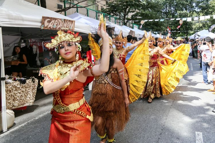Pagelaran budaya di  Indonesian Street  Festival, tanggal 26 Agustus di Manhattan, New York, Amerika Serikat.
