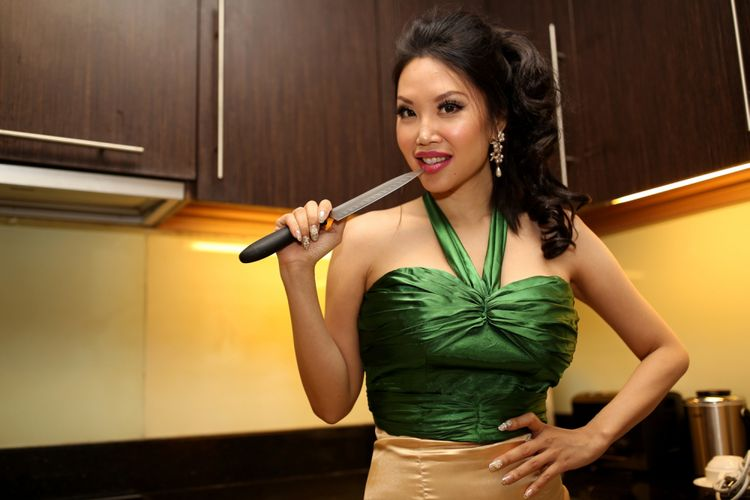 Vindy Lee saat sesi foto di Pacific Place, Jakarta Selatan, Selasa (29/8/2017). Sebelum menjadi chef terkenal Vindy Lee tinggal di Amerika Serikat, California selama 9 tahun, ia bekerja di berbagai restoran yang menyajikan makanan dari berbagai macam negara.