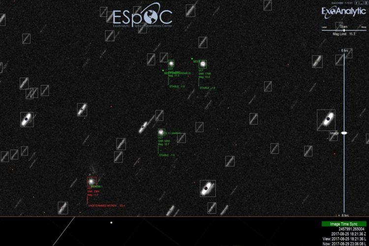 Foto tangkapan teleskop ExoAnalytic yang disebut sebagai serpihan satelit Telkom 1 yang berjatuhan.