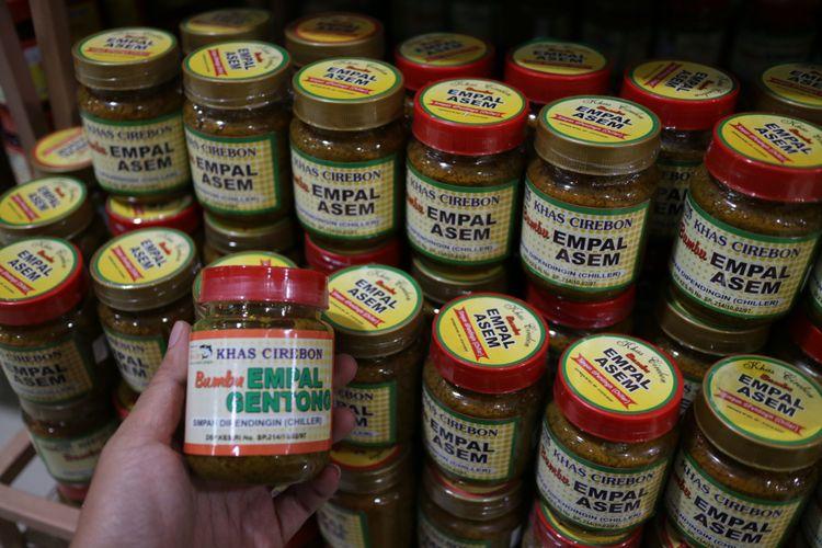 Aneka bumbu instan kuliner cirebon, seperti bumbu empal gentong dan empal asam.