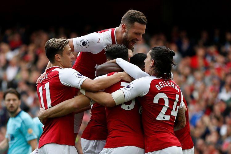 Para pemain Arsenal merayakan gol Danny Welbeck ke gawang AFC Bourneomuth pada partai Liga Inggris di Stadion Emirates, Sabtu (9/9/2017).
