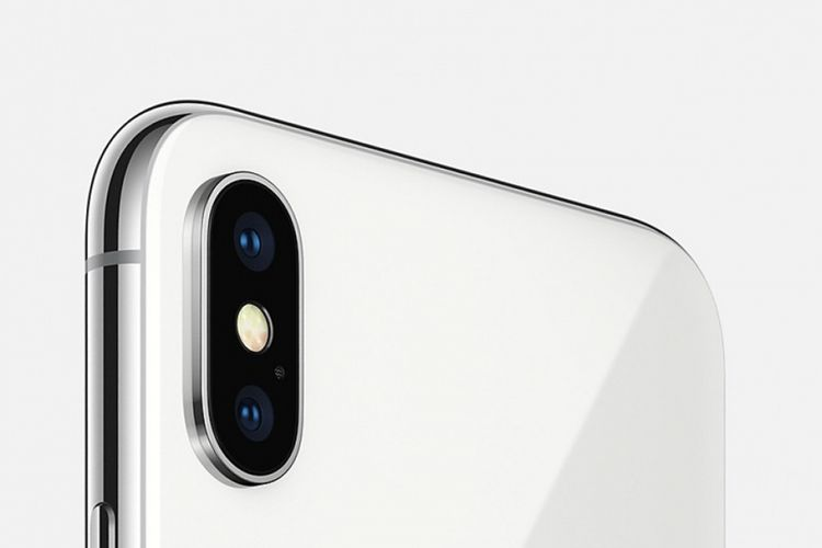 Kamera ganda iPhone X disusun vertikal, berbeda dari desain iPhone selama ini