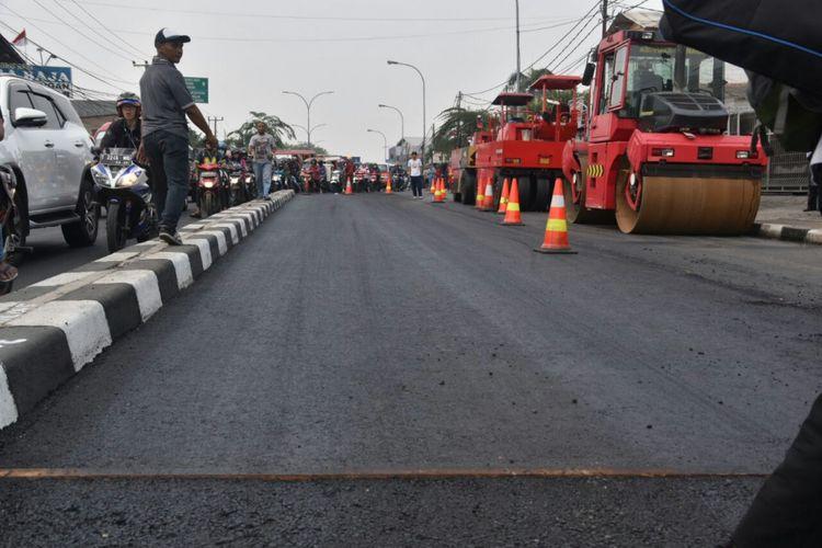 Jalan Sultan Agung, Bekasi yang menggunakan campuran limbah plastik.