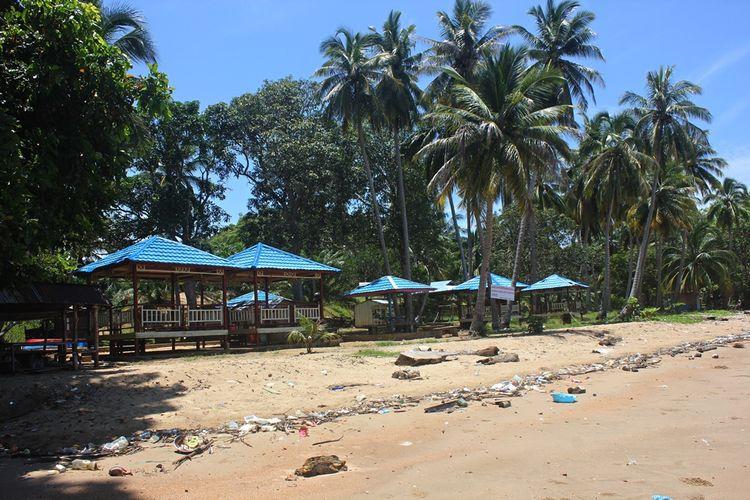 Bangunan Gazebo di Pantai Batu Lamampu. Pantai Batu Lamampu merupakan kawasan pantai yang indah dengan pasir coklat yang bersih dengan paduan langit yang biru. Sayangnya Pemkab Nunukan, Kalimantan Utara belum memaksimalkan potensi wisata yang berada di wilayah perbatasan dengan Malaysia tersebut.