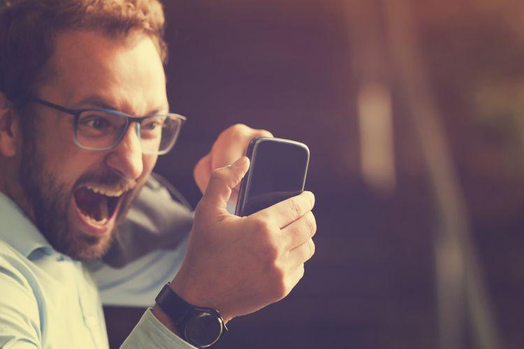 Ilustrasi marah di ponsel