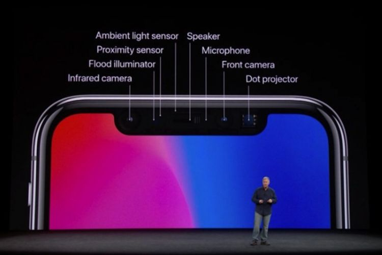 Senior Vice President of Worldwide Marketing Apple, Phil Schiller, saat memeprkenalkan Face ID dalam peluncuran iPhone X di Amerika Serikat (12/9/2017).