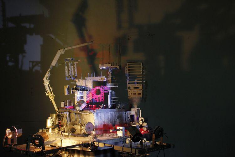 Karya instalasi seni komunitas Invalid Urban, Overload, 2012.