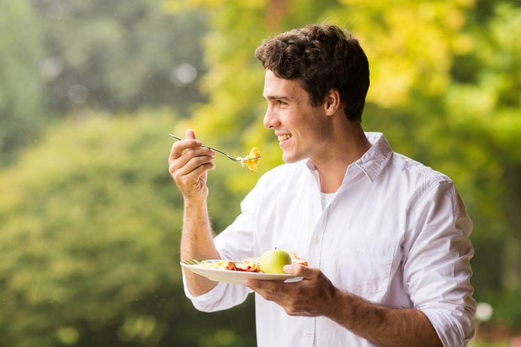 Ilustrasi makan buah