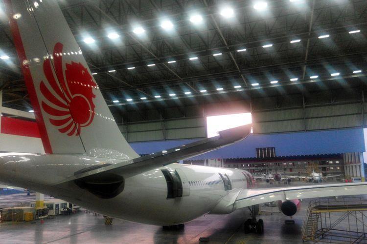 Pesawat Airbus A330-300 milik Lion Air tengah menjalani perawatan dan perbaikan di Batam Aero Technic, Batam, Kepulauan Riau, Rabu (11/10/2017).