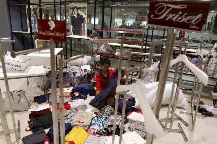 Suasana Matahari Department Store di Pasaraya Manggarai, Jakarta, Selasa (19/9/2017). PT Matahari Department Store Tbk memastikan akan menutup dua gerai yang berlokasi di Pasaraya Blok M dan Pasaraya Manggarai pada akhir bulan September 2017 akibat pusat perbelanjaan tersebut sepi pengunjung.