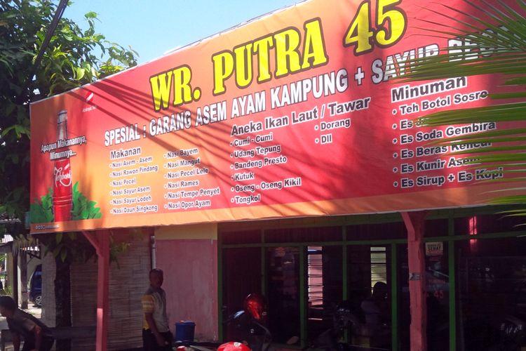 Warung makan Putra 45 di jalan Jenderal Sudirman, Kota Purwodadi, Grobogan merupakan satu diantara pelopor bisnis kuliner yang mengangkat nama sayur becek, Jumat (20/10/2017).