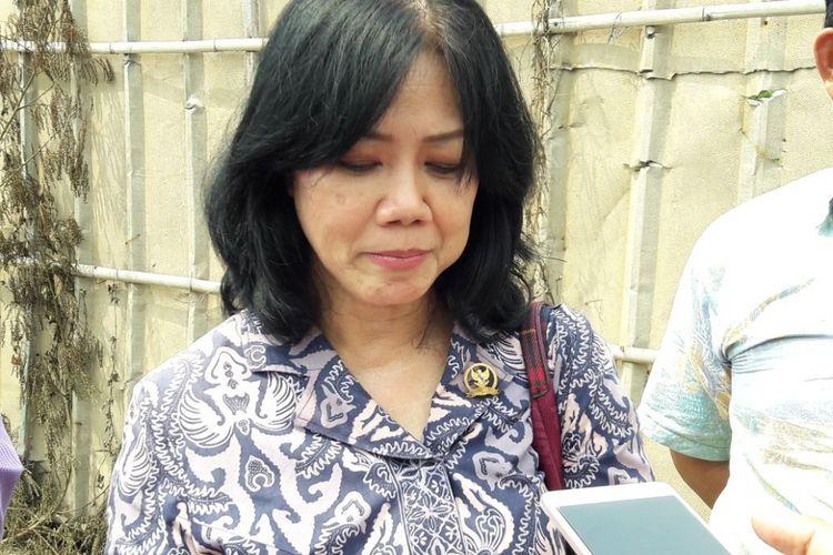 Komisioner Komnas HAM Siane Indriani di pabrik mercon yang terbakar di Kosambi, Tangerang, Jumat (27/10/2017).