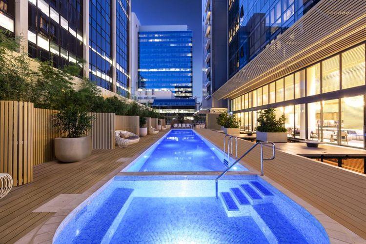 Fasilitas Kolam renang di Skye Hotel Suites, Parramatta, Australia.
