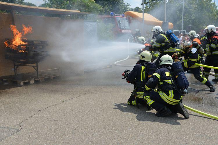 Ilustrasi latihan pemadaman kebakaran.