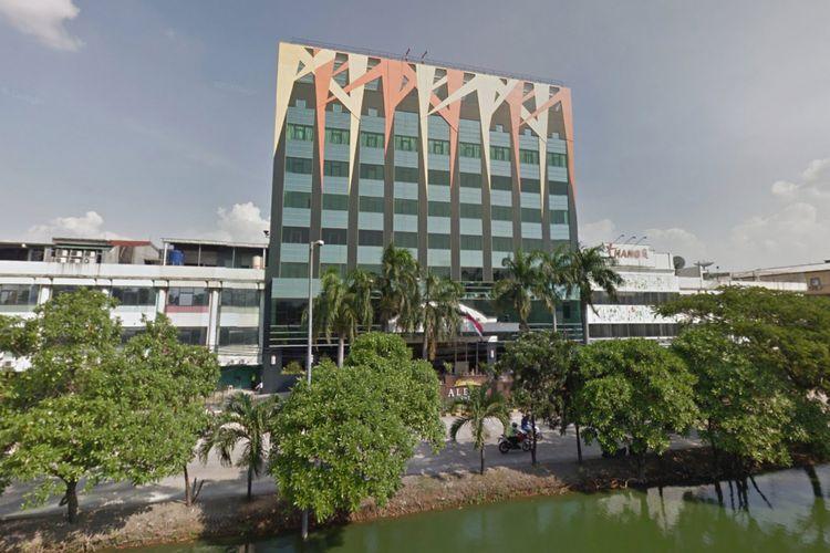 Foto tampak depan Hotel Alexis yang ditampilkan oleh Google Street Maps.