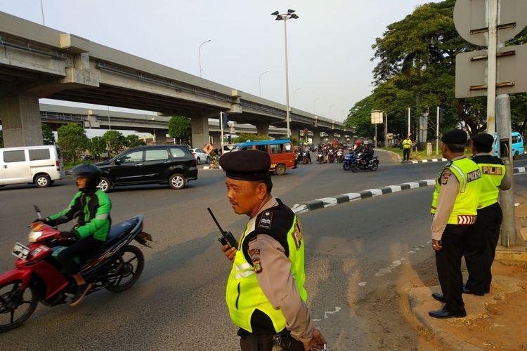 Suasana lalu lintas di Pangkalan Jati, Kalimalang Jumat (3/11/2017) pagi. Presiden Joko Widodo akan meresmikan tol Becakayu seksi 1B dan 1C Cipinang Jakasampurna