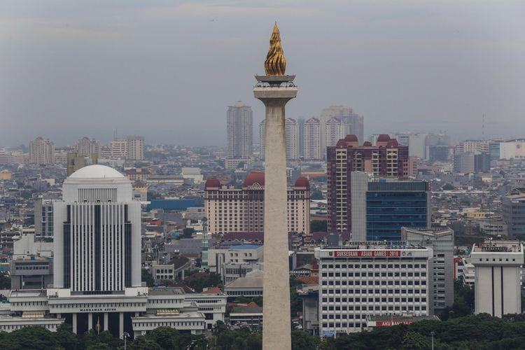 Pemandangan Monumen Nasional (Monas) dari lantai 24 di Perpustakaan Nasional di Jalan Medan Merdeka Selatan, Jakarta Pusat, Rabu (8/11/2017). Perpustakaan Nasional dengan total 24 lantai dan tiga ruang bawah tanah merupakan gedung perpustakaan tertinggi di dunia. KOMPAS.com/GARRY ANDREW LOTULUNG