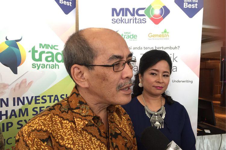 Ekonom senior Institute fot Development of Economics and Finance, Faisal Basri, saat mengisi acara MNC Sekuritas di Ambhara Hotel, Jakarta Selatan, Kamis (9/11/2017).