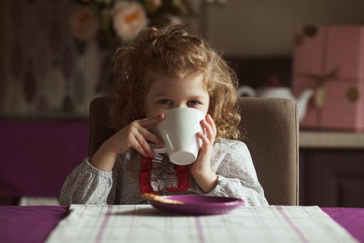 Ilustrasi anak minum kopi