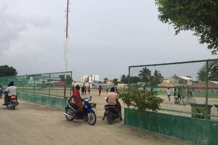 Kegiatan warga di Pulau Maafushi, Maldives.