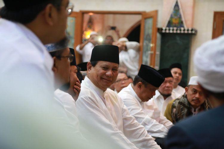 Ketua Umum Partai Gerindra Prabowo Subianto saat memenuhi undangan Politisi Senior PAN Amien Rais di Yogyakarta, Senin (13/11/2017).